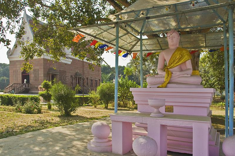 A pink statue of the Buddha outside the Thai Buddhist Temple at Sarnath.