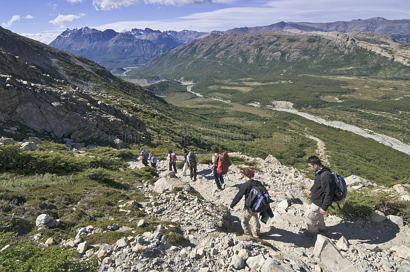 Trekkers walk the mountain paths in the Parque Nacional Los Glaciares.