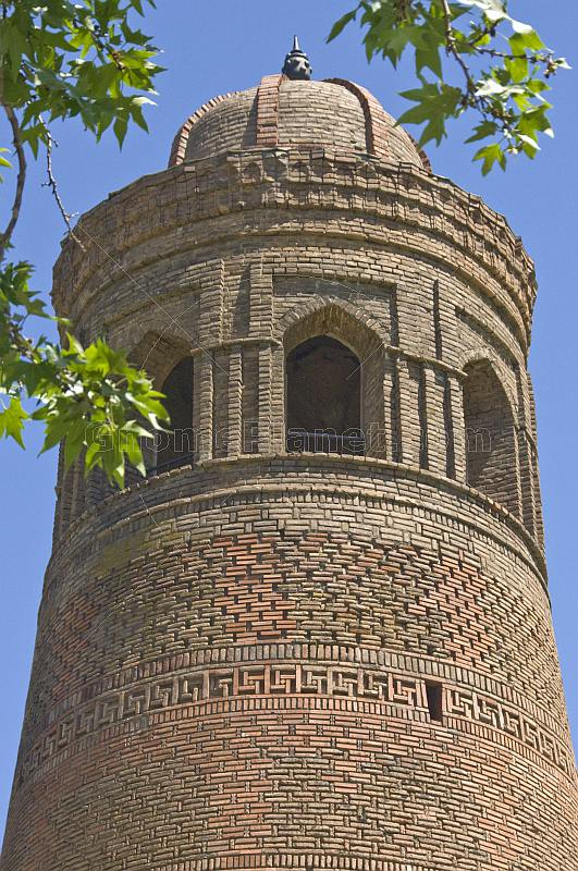 The 50m high 11th Century Uzgen Minaret is one of the few Karakhanid buildings that remain in Ozgon.
