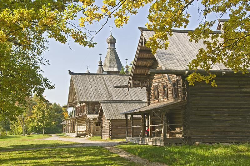 A row of wooden houses in the Vitoslavlitsy Museum of Wooden Architecture.