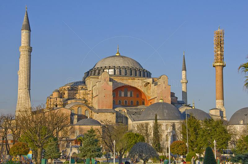 The dome and minarets of the Aya Sofia on Sultanahmet, lit by evening sunshine.