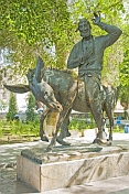 Bronze statue of Hoja Nasruddin on a donkey.