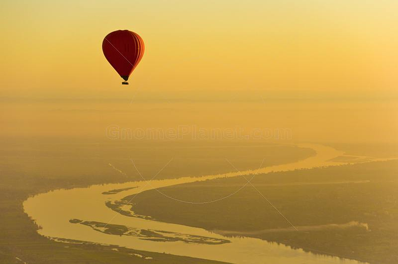 Balloon Over The Nile At Dawn - Luxor - Egypt